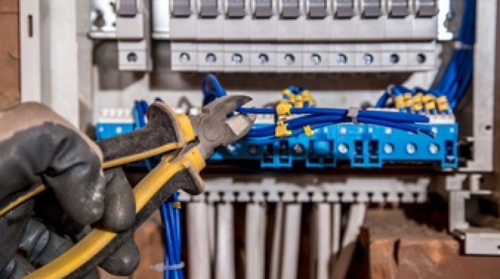Key differences between busbars and cables: